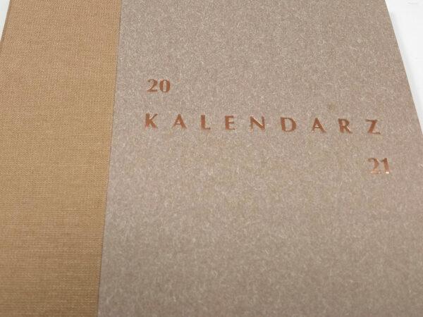 Kalendarz 2021 - piaskowy tłoczenie